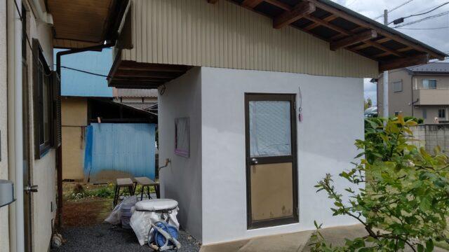 【下妻市】プチリフォーム、ボイラー小屋の左官工事 中塗りしました。