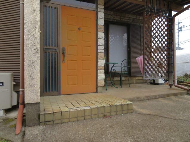 【下妻市】プチリフォーム、玄関タイル張替えてきれいになりました。