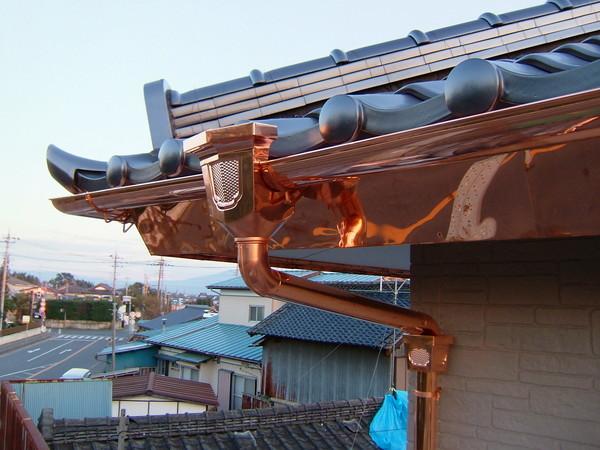 骨太構造の桧五寸柱と銅板で重厚感のある和風住宅