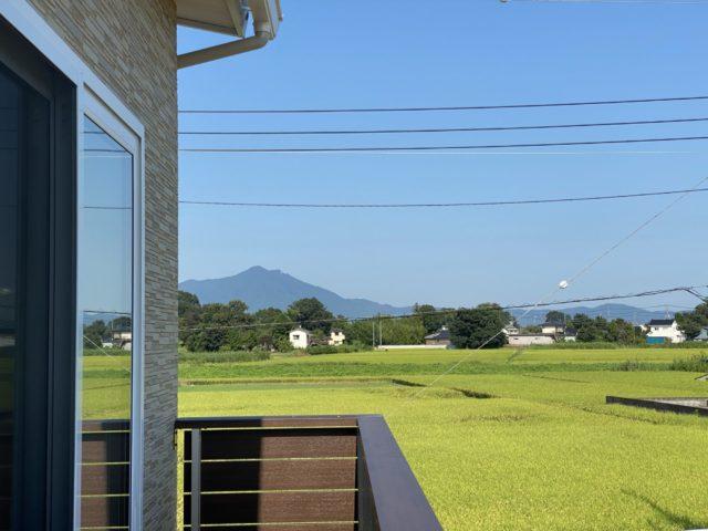 下妻市注文住宅バルコニーからの景色、筑波山がきれい
