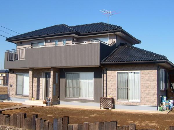 外観は渋く、LDKは広々、7寸の大黒柱が家