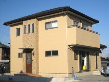 無垢材をふんだんに使った二階建て住宅